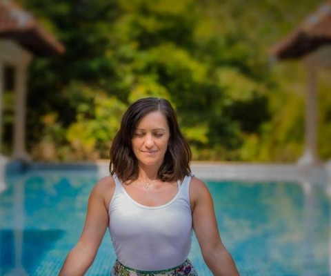 Romina_Inhale_LIfe_Yoga_Meditation_India_Pench_Jungle_Retreat_poolside